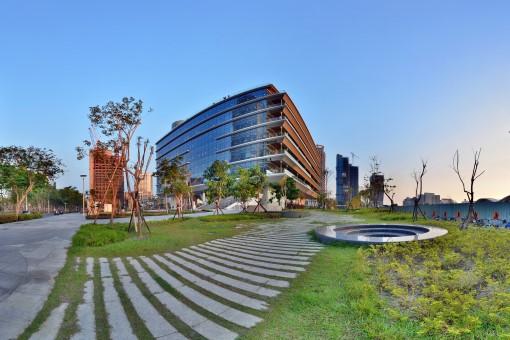 高雄市立圖書館總館(白天)